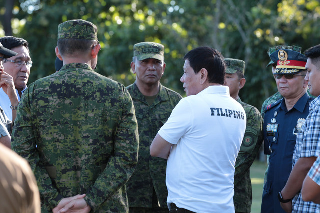 SECURITY CONCERNS. President Duterte speaks with AFP chief of staff Ricardo Visaya during the inauguration of a drug rehabilitation facility in Fort Magsaysay, Nueva Ecija. Photo by Robinson Ninal/PPD