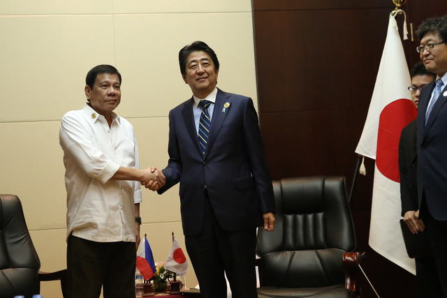 INVITATION TO JAPAN. President Rodrigo Duterte and Prime Minister Shinzo Abe meet in Vientiane, Laos during the ASEAN Summit in early September 2016. Photo from PPD