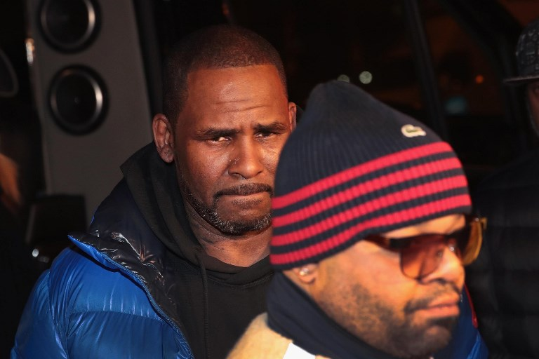 NO BRAINWASHING. File photo shows singer R. Kelly on February 22 n Chicago, Illinois. Two women interviewed on CBS say that the singer never brainwashed them and that they love him. Photo by Scott Olson/Getty Images/AFP