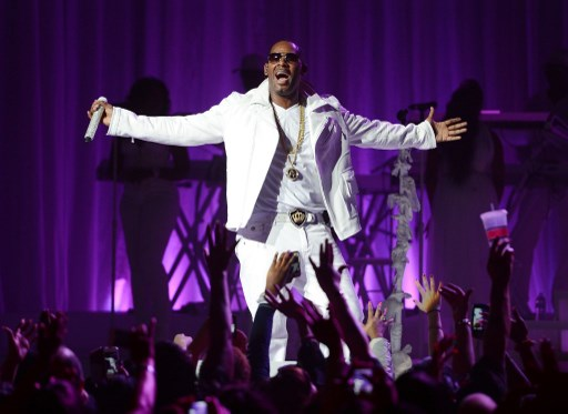 R.KELLY'S BATTLE. In this file photo taken on November 20, 2012 R. Kelly is shown performing at MSG Theater in New York City. The singer is among those facing allegations of sexual harassment and rape in the wake of the #MeToo Movement. Photo by Jason Kempin / Getty Images North America/ AFP)