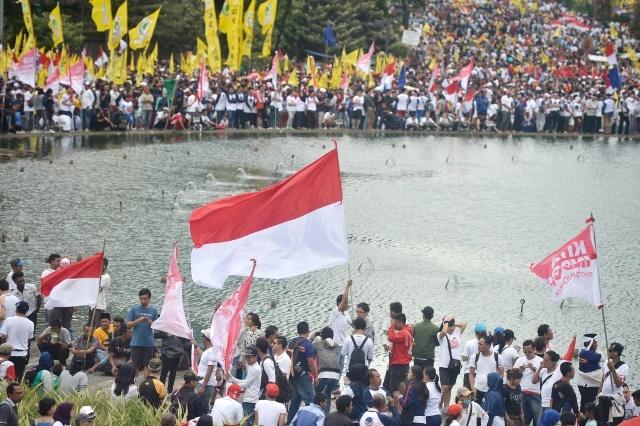 "KITA INDONESIA. Massa yang tergabung dalam Aliansi Kebhinekaan mengikuti parade ""Kita Indonesia"" di Bundaran HI, Jakarta, Minggu, 4 Desember. Foto oleh Yudhi Mahatma/ANTARA"
