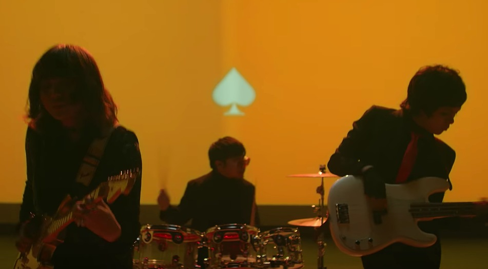 NEW MUSIC VIDEO. IV of Spades releases its first official music video from their new album for the song Bawat Kaluluwa. Screenshot from IV of Spades' Youtube account