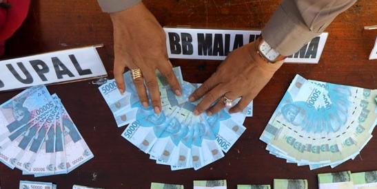 Ilustrasi uang palsu. FOTO oleh Didik Suhartono/ANTARA