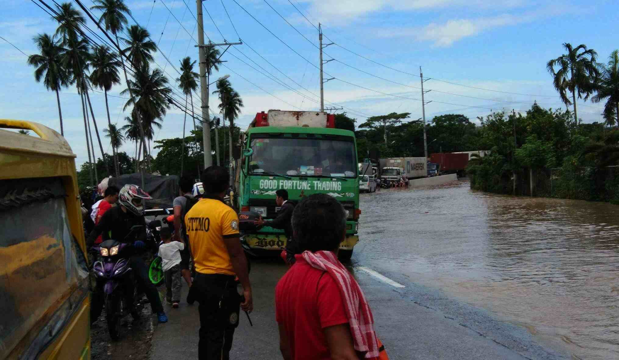 FLOODED ROAD. Heavy rains have flooded roads especially in Bunawan which connects Davao City to Panabo City. Photo by Xtian Joseph Villareal Serrano