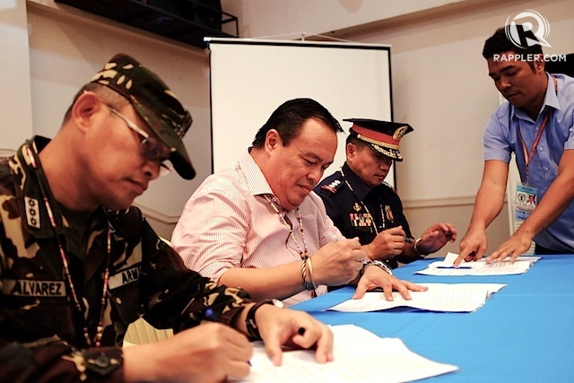 INSURGENCY FREE. Colonel Jesse A Alvarez, 403rd Infantry Brigade commander (left), Camiguin Governor Jurdin Jesus Romualdo (center), and Police Senior Superintendent Wilfredo  Cayat, provincial police commander, sign a Memorandum of Agreement on February 10, 2015. Photo by Bobby Lagsa/Rappler