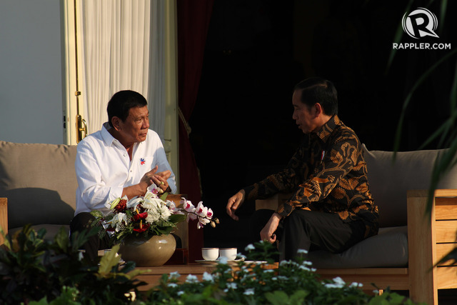 President Duterte, during his trip to Indonesia, talks with President Widodo. Photo by Rappler