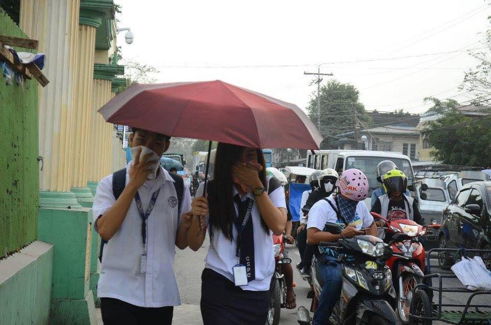 ASHFALL. Students from Camarines Sur goes back home with face covered on Monday afternoon, January 22, as heavy Mayon ashfall covers the area. Photo grabbed from Facebook/Migz Villafuerte