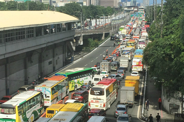 ASEAN LANES. Heavy traffic await those who ply EDSA due to the designated lanes for 31st ASEAN Summit delegates. Photo by Twitter user @SilverOhs