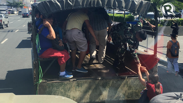 'LIBRENG SAKAY'. Commuters hop aboard military trucks courtesy of AFP Joint Task Force. Photo by Keb Cuevas/Rappler