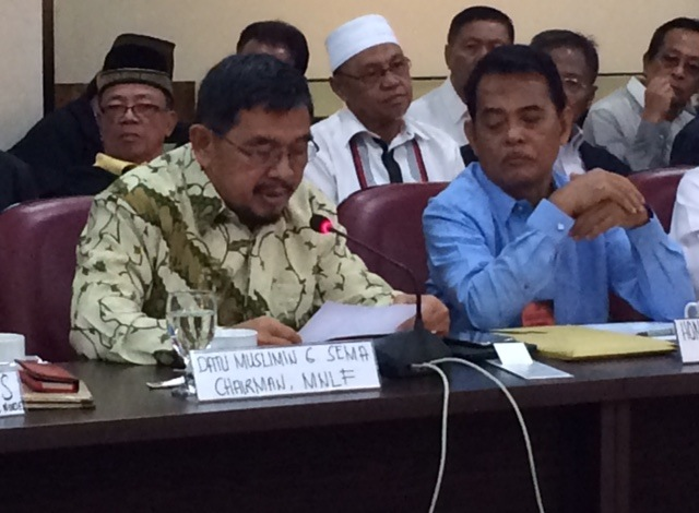 VARYING OPINIONS. Fomer Cotabato City vice mayor and Moro National Liberation Front leader Muslimin Sema faces the ad hoc committee on the Bangsamoro Basic Law. Photo by Rappler