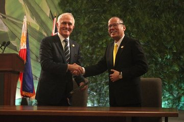 PH-AUSTRALIA TIES. President Benigno Aquino III and Australian Prime Minister Malcolm Turnbull witness the signing of two bilateral agreements between their nations on November 18, 2015. Photo from Official Gazette