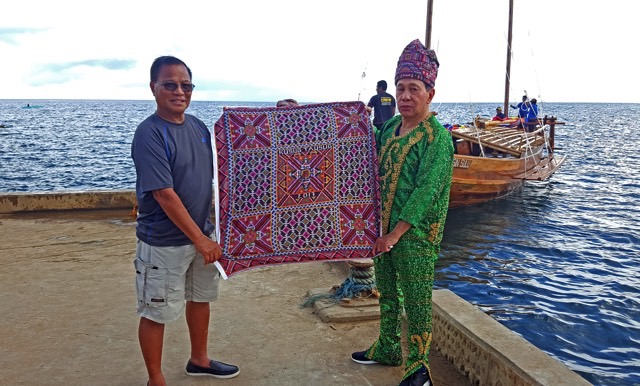 PEACE JOURNEY. Expedition leader Art Valdez receives a peace textile from former Sulu governor Sakur Tan. Photo by Fung Yu