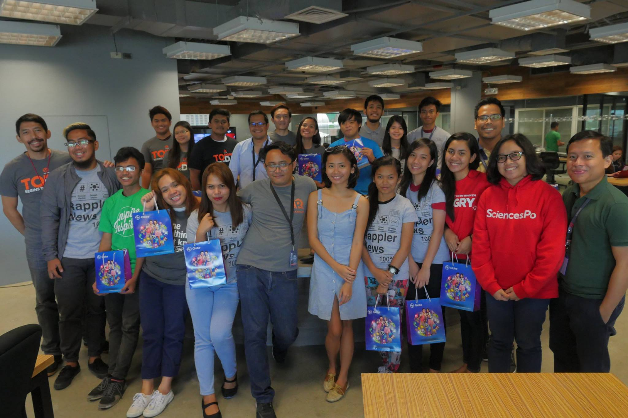 NATIONWIDE COVERAGE. Rappler's 20 core Movers with the MovePH team pose for a photo after the 3-day training. Photo from Rappler