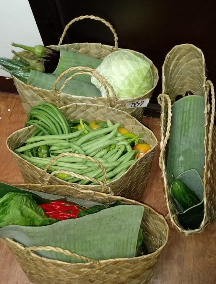 PLASTIC-FREE. E-Magsasaka uses bayongs and banana leaves to pack fruits and vegetables. Photo courtesy of Maria Aurora Garcia