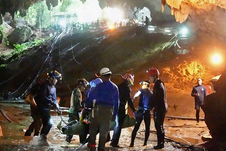 """RESCUE. This undated handout photo released by the Royal Thai Navy on July 11, 2018 shows one of the members of the """"Wild Boars"""" team being moved on a stretcher during the rescue operation at Tham Luang cave in Khun Nam Nang Non Forest Park in Mae Sai district. Handout photo by Royal Thai Navy/AFP"""