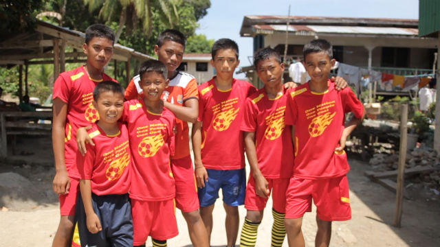 PEACE MOVEMENT. The football team of the island-village of Buan, Tawi-Tawi is part of the Football for Peace movement, a campaign supported by MovePH. Photo by Franz Lopez/ Rappler