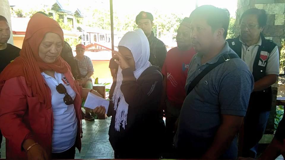 HELPING HAND. DSWD Region XII Director Sarah Taha extends financial assistance to the families of the victims who died in different municipalities of Lanao del Sur in Typhoon Vinta' wake. Photo from DSWD Soccsksargen facebook