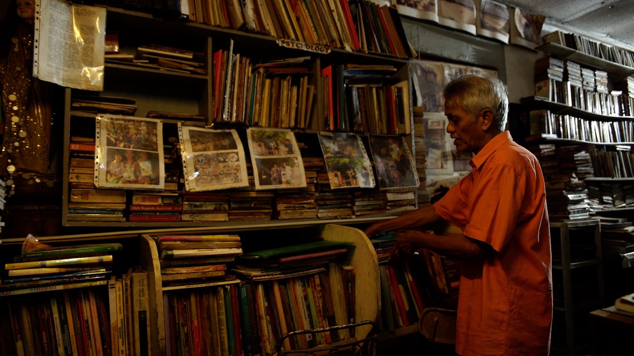 LIBRARY FOR ALL. Mang Nanie has turned his home into a public library