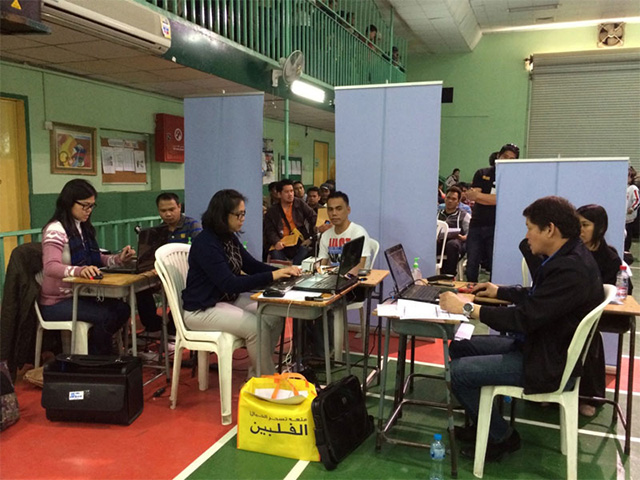 OVERSEAS VOTERS. In this file photo, the Philippine embassy in Saudi Arabia conducts mobile overseas voters' registration in Al Khobar. Photo from Philippine embassy website