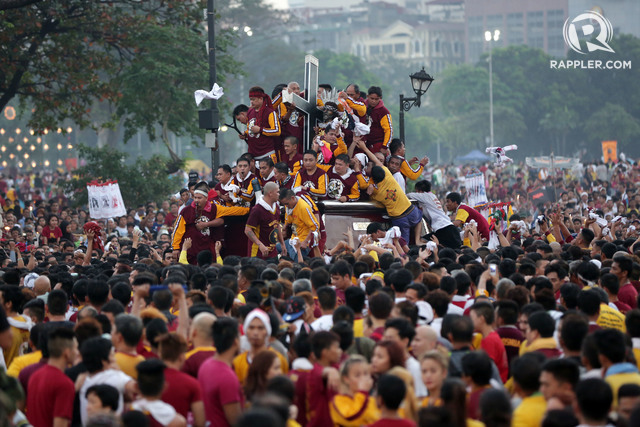 TARGET OF TERROR? Devotees try to get near the carriage carrying the image of Jesus of the Black Nazarene as the annual Traslacion starts at the Quirino Grandstand in Manila on Saturday, January 9, 2015. File photo by Ben Nabong/Rappler