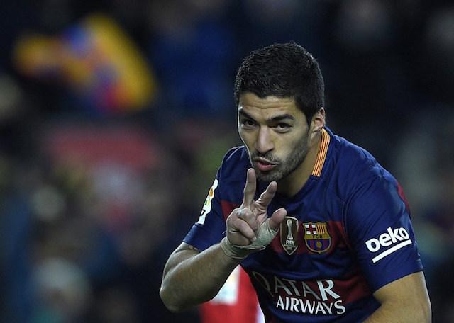 PESTA GOL. 'Hattrick' Luis Suarez membawa Barcelona unggul enam gol tanpa balas dari Athletic Bilbao. Foto oleh Lluis Gene/AFP