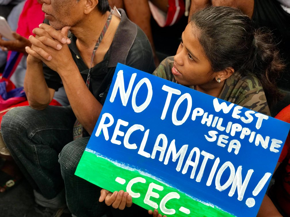 HOPEFUL. 20-year-old Memar Doroteo from the Dumagat tribe listens to speakers at the protest in Makati City. Photo by Kurt Dela Peña/Rappler.com