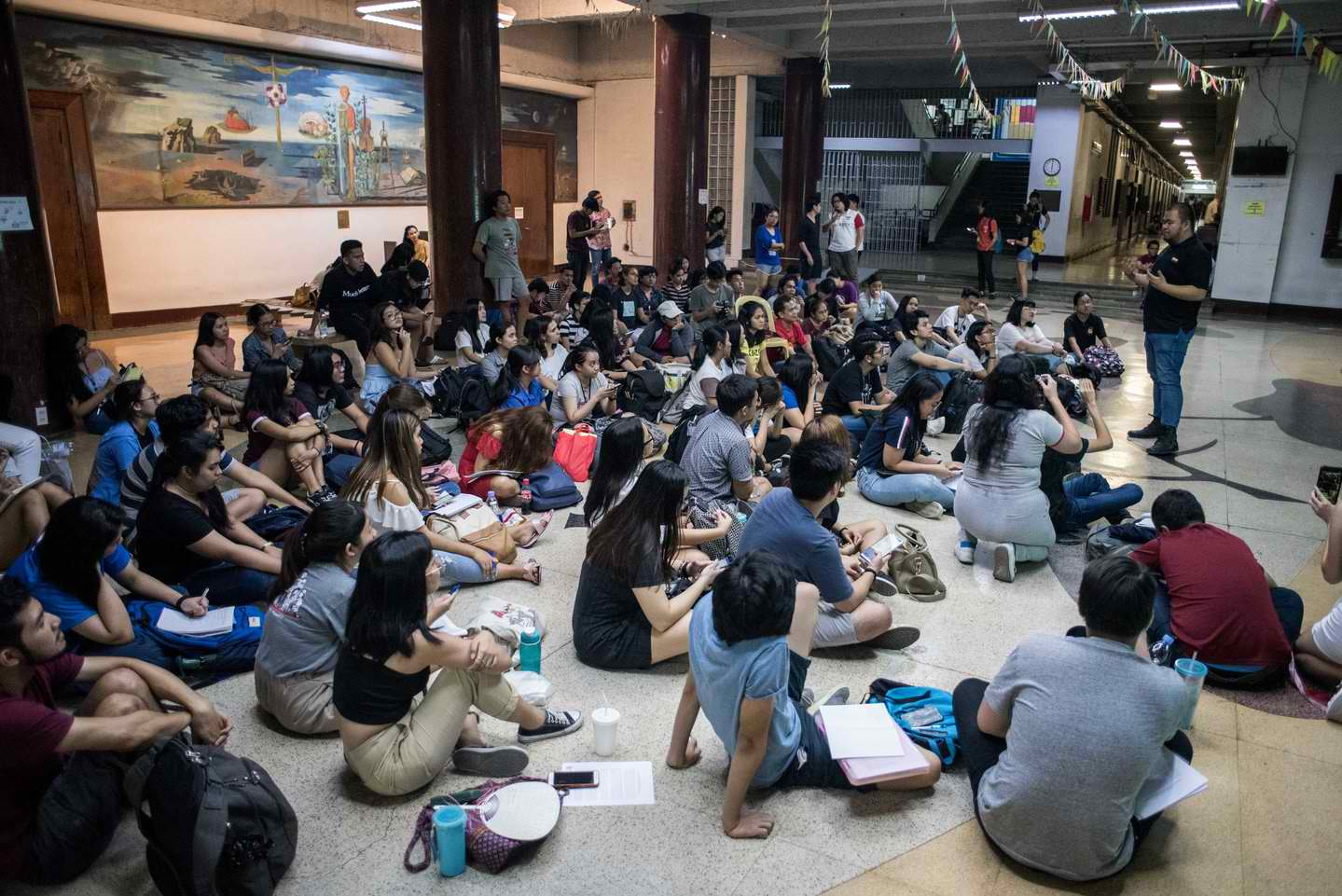 TIME TO LEARN. Students gather at the AS Lobby in UP during part 1 of the teach-in on Fraternities and Society. Photo by Lisa Marie David/Rappler