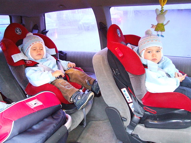 PROTECTING CHILDREN. Road safety advocates say child seats should be required to help protect children.Photo from Wikipedia