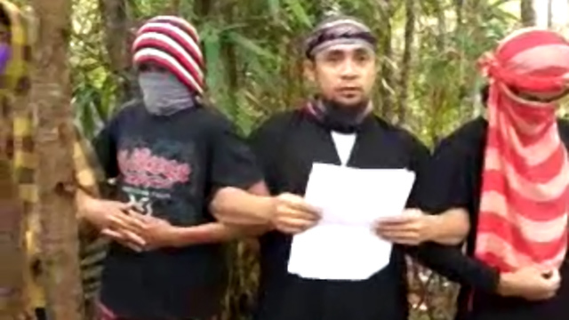 ALLEGIANCE TO ISIS. In this screenshot, ASG leader Isnilon Hapilon (center) is seen in a YoutTube video swearing allegiance to ISIS.