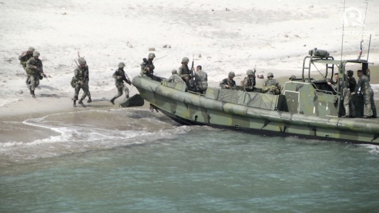 STEALTH ATTACK: Philippine Marines implement naval exercises with US troops. Rappler photo
