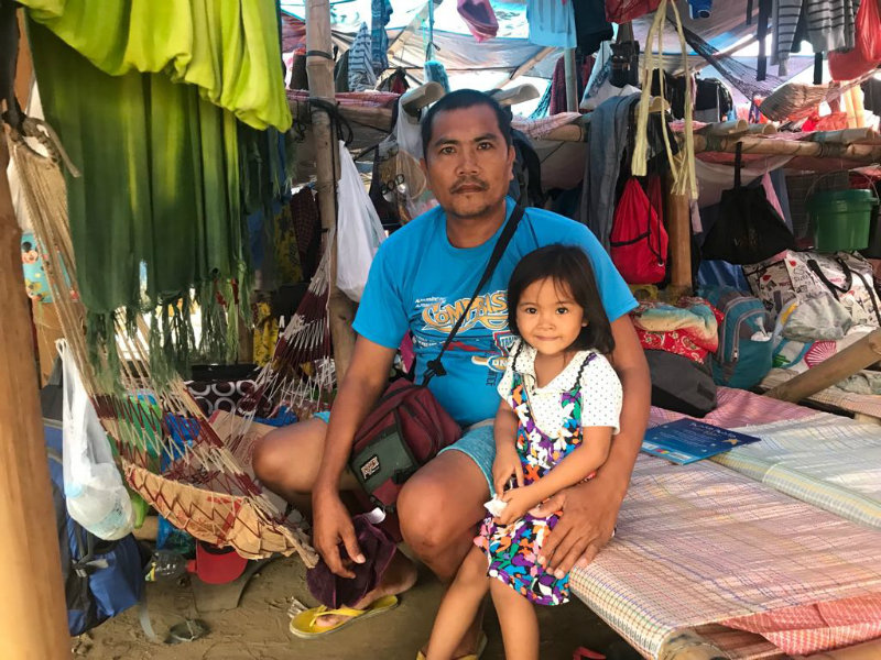 FAMILY. Bernie de los Santos, packing plant worker and NAMASUFA union member and his 3-year-old daughter, Bea, will be spending Christmas at the protest camp.