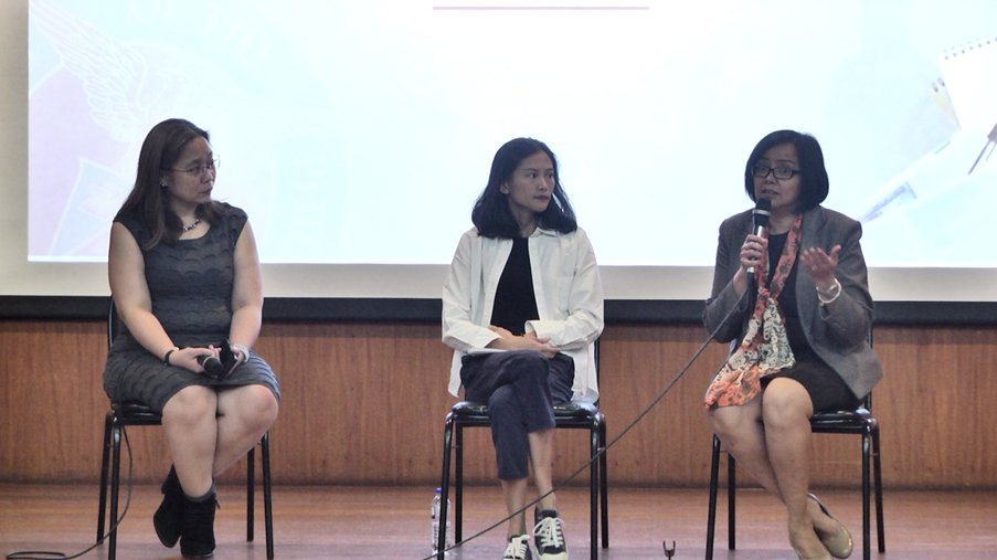 Q&A. Rappler Head of Research and Strategy Gemma Bagayaua-Mendoza, Rappler reporter Pia Ranada, UP Law Professor Gwen de Vera answer questions at #MoveDiliman: Social Good in the Digital Age, at Malcolm Theater on March 12. Screenshot from Rappler video