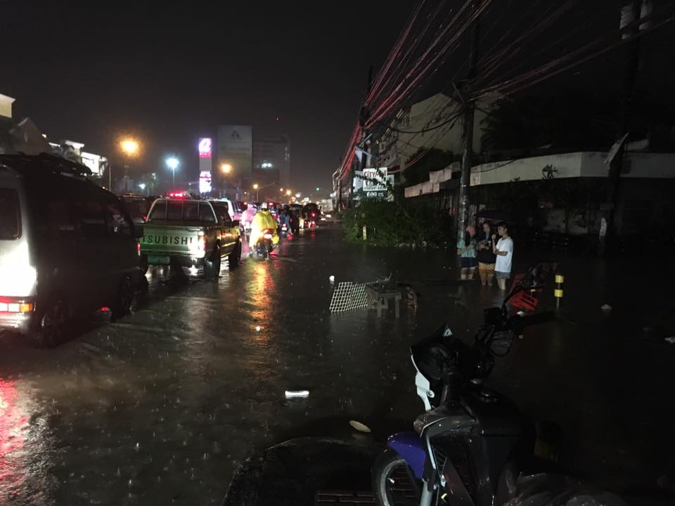 HEAVY RAIN. Bacolod experiences some flooding caused by heavy rain on Friday, September 22, 2017. Photo by Charles Hilado from Facebook.