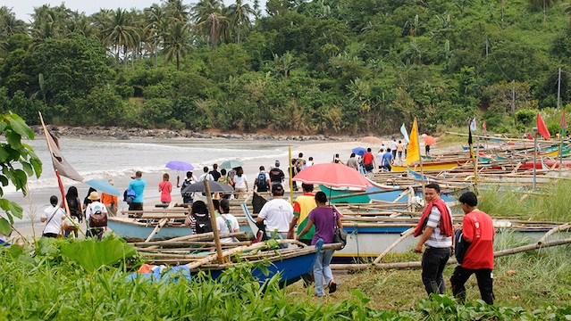 PRE-EMPTIVE EVACUATION. The provincial government of Camarines Sur has ordered the evacuation of families living in low-lying and coastal areas ahead of the expected landfall of Typhoon Nina. File photo