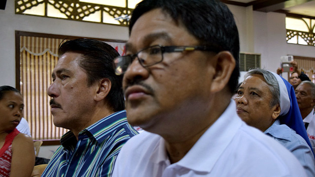 DAR CHIEF? KMP chairman Rafael 'Ka Paeng' Mariano attends the KMP Peasant's Agenda forum also attended by then presidential candidate Rody Duterte in February 2016. Photo from Anakpawis.net