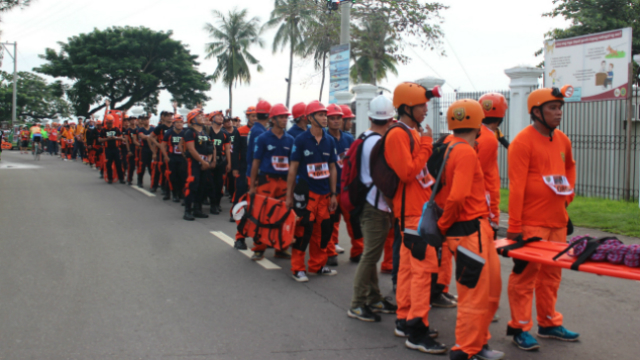 RESCUERS UNITE. More than 400 rescuers from two different starting point (Samar and Palo) gather at the Balyuan Grounds to complete the march.