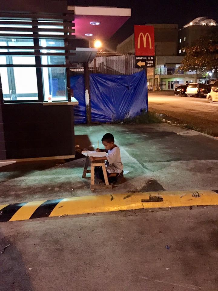 WONDER BOY. Daniel studies in deep concentration along one of the sidewalks in Cebu City. Photo from Joyce Torrefranca's Facebook account