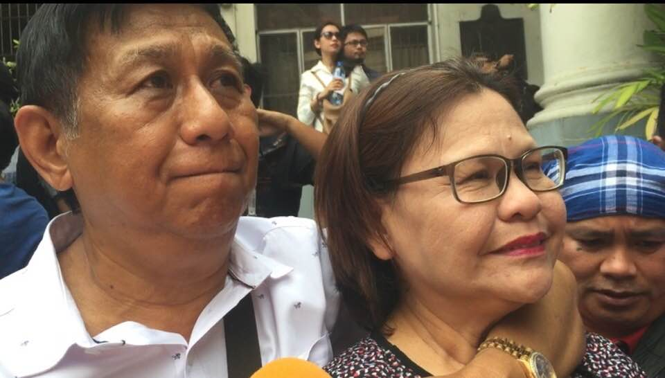 PROUD PARENTS. Neneth Aporo's parents Elsie and Bonifacio wait for the announcement of results of the 2017 Philippine Bar Examinations at the Supreme Court on April 26, 2018. Photo by Lian Buan/Rappler
