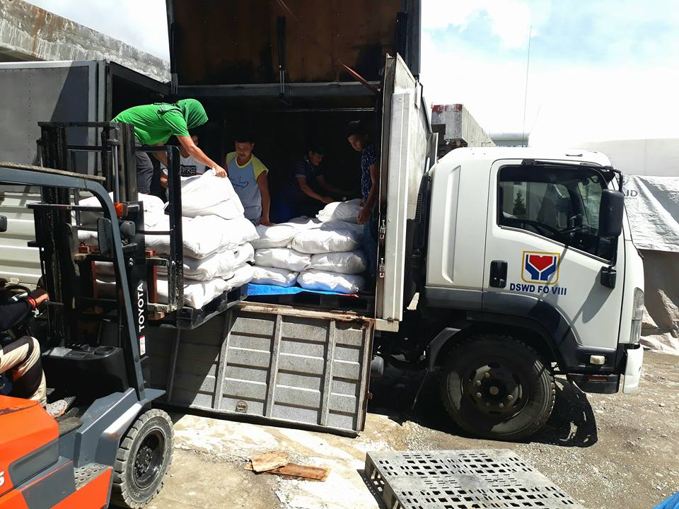 RELIEF. The Department of Social Welfare and Development sends assistance to those affected by the magnitude 6.5 earthquake that hit Leyte on July 6, 2017. Photo from DSWD