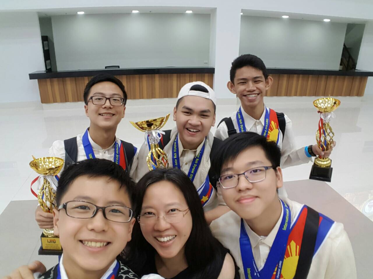 CHAMPIONS. Topnotchers from the Philippine team strike a pose with their trophies. Photo courtesy of Eunice Chua