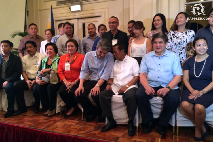 Binay turns UNA into political party for 2016
