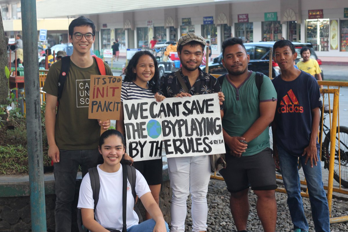 SAVE THE EARTH. The youth of Davao City join the nationwide youth strike for climate at the Freedom Park, Roxas Avenue, urging the people to 'follow the rules' in order to save the environment. Photo by Kate Gutierrez