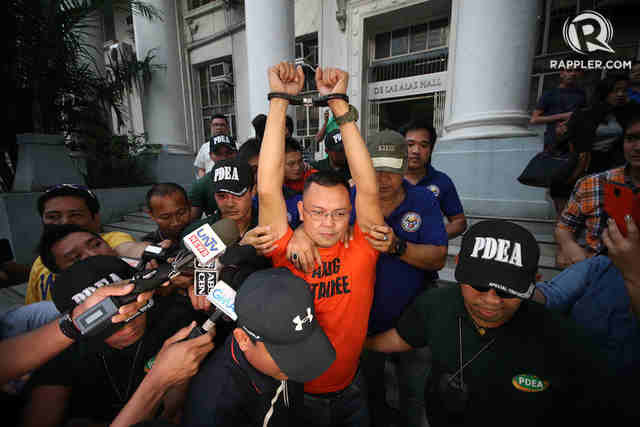 MILITARY WANTS CUSTODY. File photo of former PDEA official Marine Lt Col Ferdinand Marcelino (center). File photo by Ben Nabong/Rappler