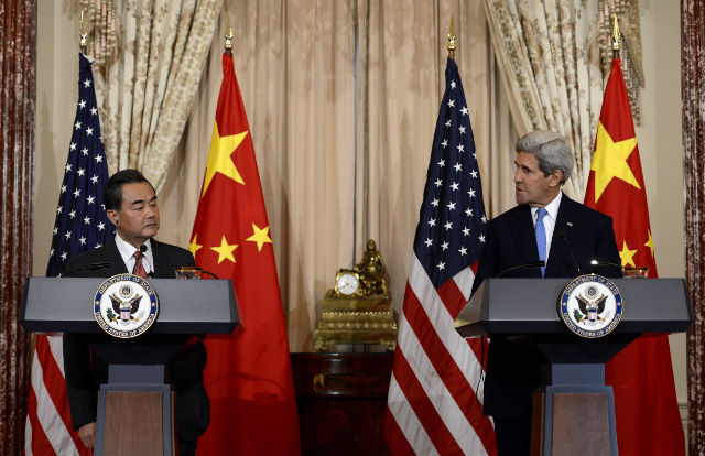 KERRY. US Secretary of State John Kerry (R), with Chinese Foreign Minister Wang Yi, delivers remarks during a press briefing at the US State Department in Washington, DC, USA, 01 October 2014. Shawn Thew/EPA