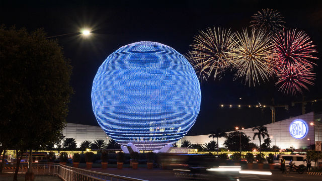 BLUE. The iconic globe of the SM Mall of Asia bears the color blue of the United Nations to mark the Charter's 70th anniversary. Photo from the UN Information Center