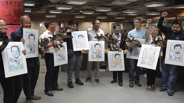 PRESS FREEDOM. 12 Filipino journalists are recognized for defending press freedom during LODI's Sigaw Para sa Katotohanan on Thursday, December 6, held in the Rappler newsroom. Photo by LeAnne Jazul/Rappler
