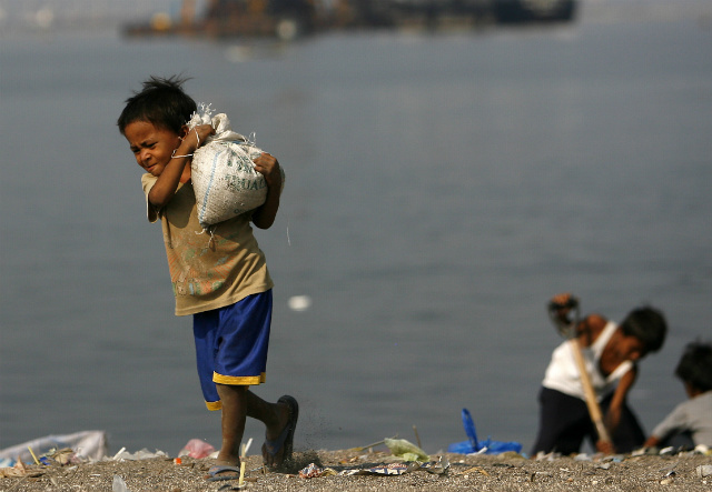 At what site can I find about the child labor in Philippines?