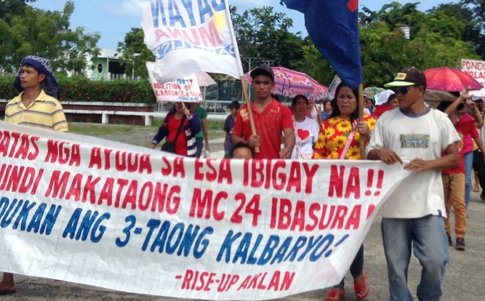 NEED HELP. Yolanda survivors march in Aklan to ask the national government for the housing assistance promised to them by the provincial government. Photo by by Boy Ryan Zabal/ Rappler
