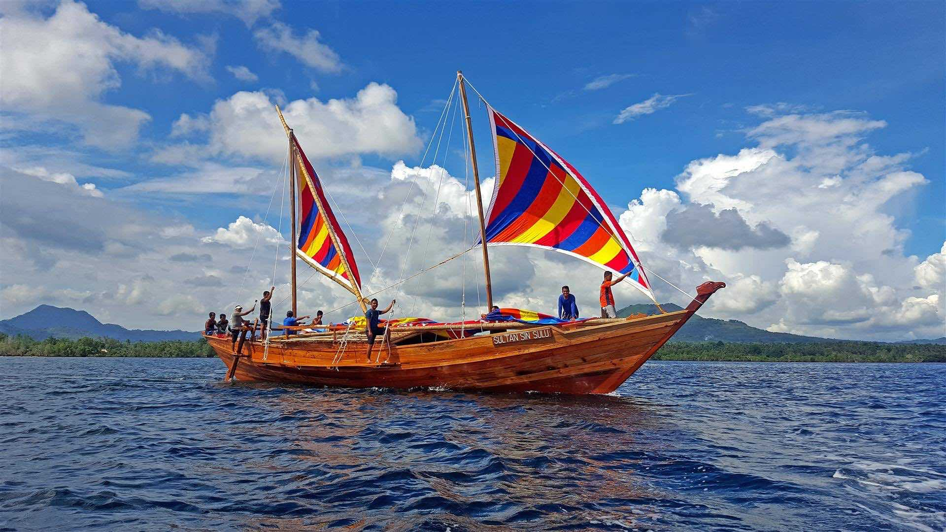MAIDEN VOYAGE. The Sultan Sin Sulu balangay on its first sea trial. Photo by Fung Yu