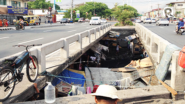 HOME. The busy Quirino bridge is home to more than 100 families. All photos by Jodesz Gavilan/Rappler